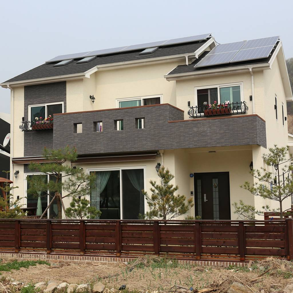 un chauffage solaire passif avec un mur capteur ou un mur trombe. Black Bedroom Furniture Sets. Home Design Ideas
